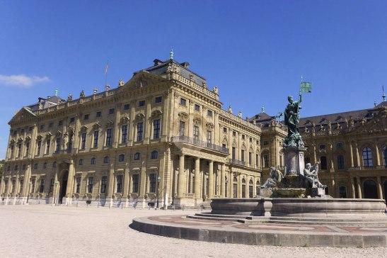 Würzburg的皇宮,每人7.5歐入場費包導賞,其實不貴,很超值,因為導賞相當精彩。